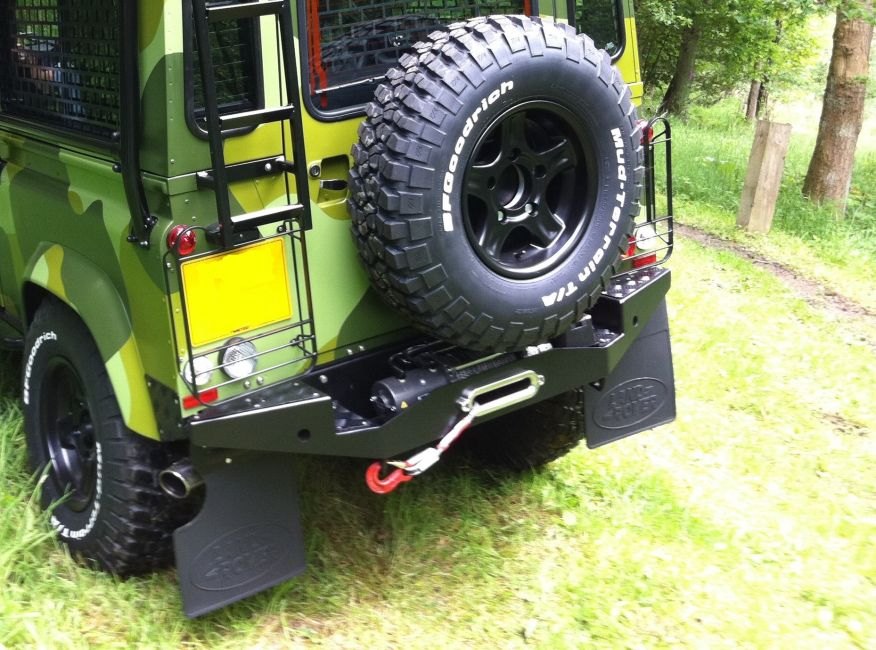 Land Rover Halifax >> DEFENDER2.NET - View topic - Rear winch/towbar Test fit