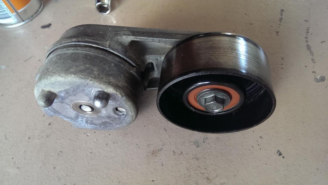 Serpentine Belt Pulley Bearing Noise : Defender view topic torque on pulley bearing bolt